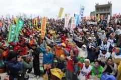 野外ステージに集まった3000人の人々