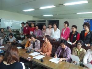 女性団体が記者会見し、抗議声明を発表