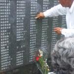 沖縄戦全犠牲者の名前が刻まれた「平和の礎」