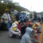 ヘリパット建設に反対して住民が座り込む~東村高江